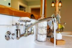 Bathroom-Vanity-Sink-Faucet-Accent