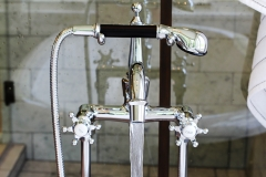 Claw-Tub-Faucet-Close-Up